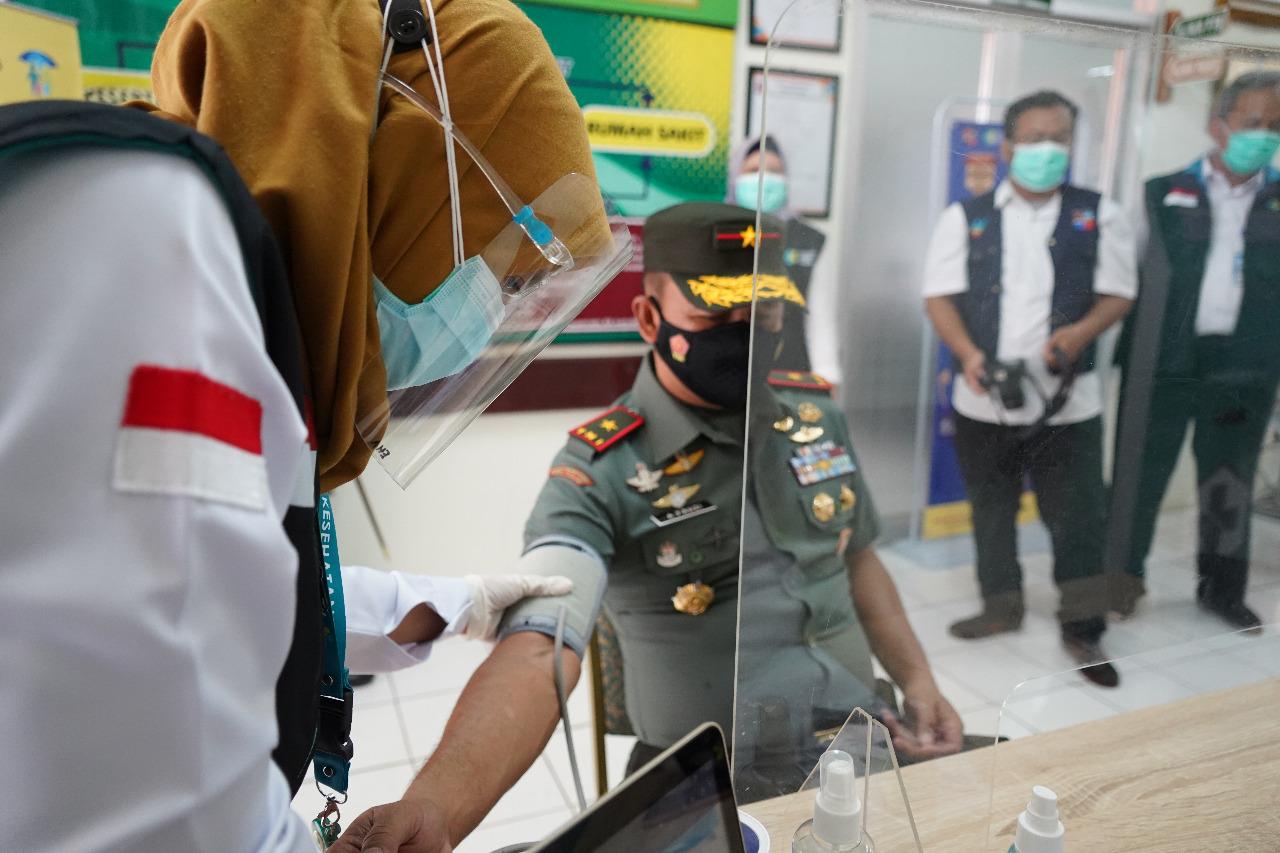 Brigjend TNI Achmad Fauzi, S.I.P.,M.M hari ini menerima suntikan dosis kedua vaksin Covid-19. Kamis(28/1/21)